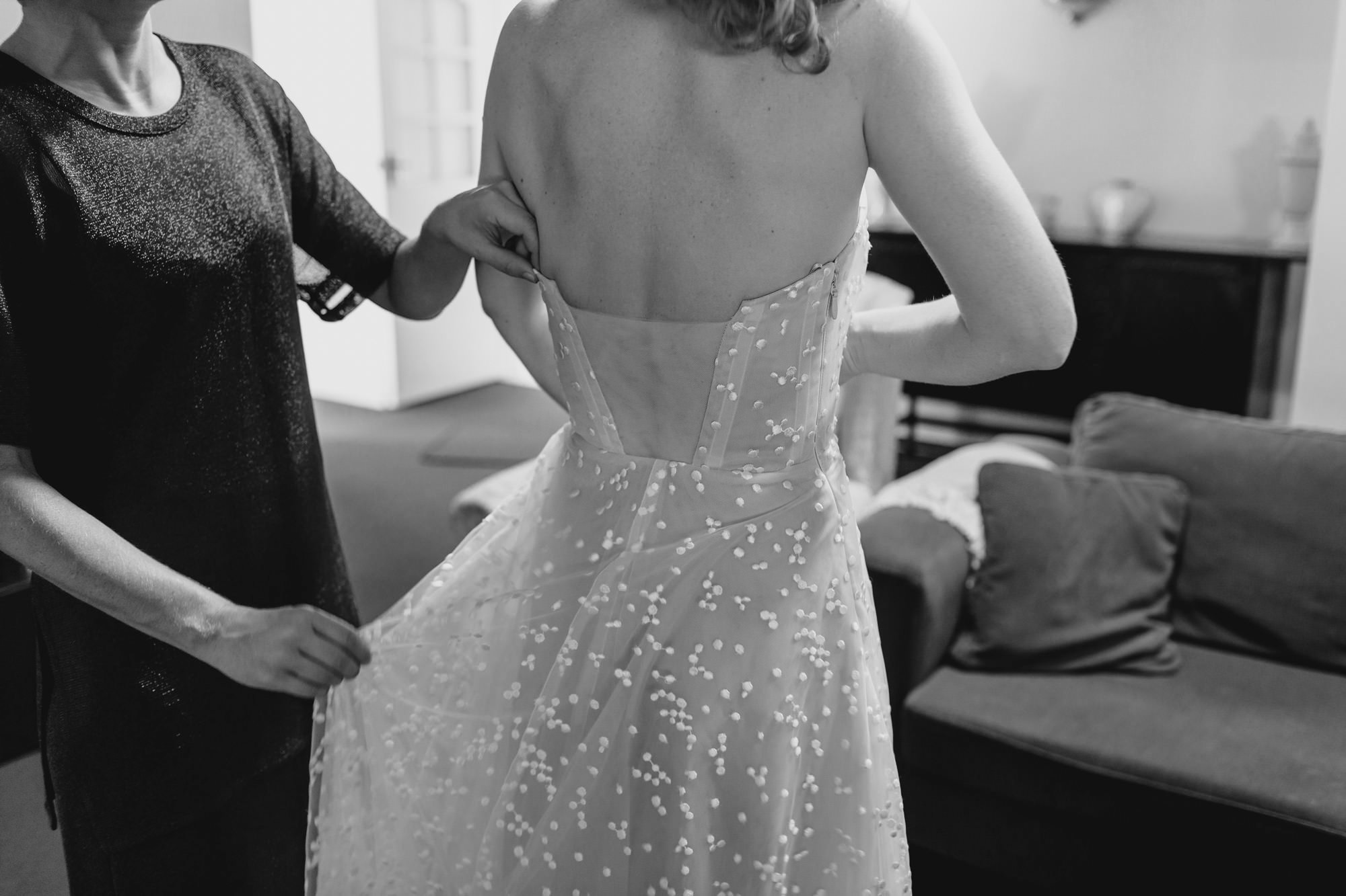 Bride getting ready at bimbadgen palmers lane wedding